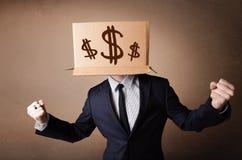 Biznesmen gestykuluje z kartonem na jego głowie z dolarowymi znakami obrazy stock