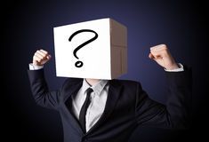 Biznesmen gestykuluje z kartonem na jego głowie z ques Zdjęcia Stock