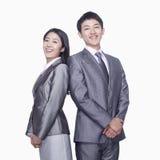 Biznesmen i bizneswoman trwanie z powrotem popierać Zdjęcia Stock