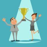 Biznesmen i młoda dziewczyna trzymamy trofeum zwycięzcy Obraz Stock