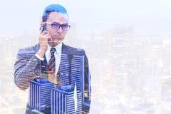 Biznesmen i miasto noc Fotografia Stock