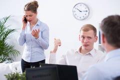 Biznesmen i rozzłościć kolega obrazy royalty free