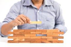 Biznesmen i znakomity drewniany zabawka blok fotografia stock