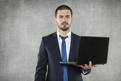 Biznesmen jako lider z laptopem obraz stock