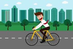 Biznesmen jedzie bicykl w zielonym mieście Fotografia Stock
