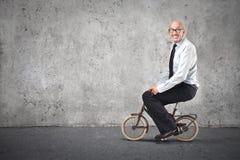 Biznesmen jedzie rower Fotografia Royalty Free
