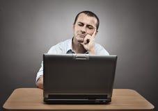 biznesmen jego laptop Zdjęcia Stock