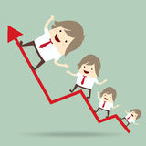 Biznesmen jest szczęśliwy i działający up na czerwonym strzałkowatym narastającym wykresie, Zdjęcia Royalty Free