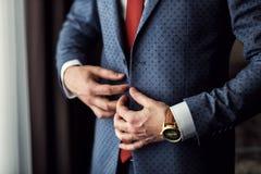 Biznesmen jest ubranym kurtkę Ostrze ubierający fashionist jest ubranym jac Zdjęcie Royalty Free