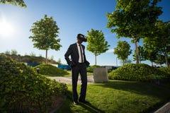 Biznesmen jest ubranym rzeczywistość wirtualna szkła Fotografia Stock