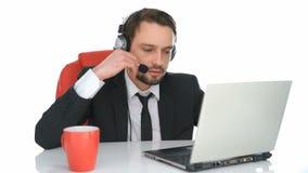Biznesmen jest ubranym słuchawki zbiory wideo