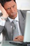 Biznesmen jest wprawiać w zakłopotanie Obraz Stock