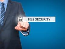 Biznesmen kartoteki ochrony naciskowy guzik na wirtualnych ekranach Obrazy Stock