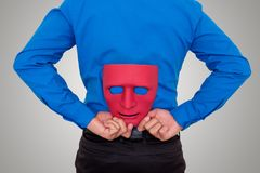 Biznesmen kryjówki maska za jego z powrotem Obraz Stock