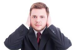 Biznesmen, księgowy lub pieniężny kierownik zakrywa jego ucho, zdjęcie royalty free