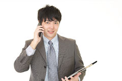Biznesmen który opowiada na mądrze telefonie Obrazy Royalty Free