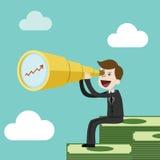 Biznesmen lub kierownik siedzimy na dużym stosie pieniądze Patrzeć dla zysku obrazy stock