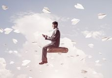 Biznesmen lub uczeń na książce i papierze heblujemy latanie wokoło Zdjęcie Royalty Free