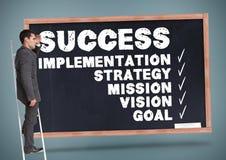 Biznesmen na drabinie z biznesów terminami na chalkboard Obraz Royalty Free