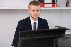 Biznesmen Na przerwie Z Jego komputerem fotografia stock