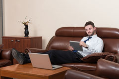Biznesmen Na przerwie Z Jego komputerem obrazy royalty free