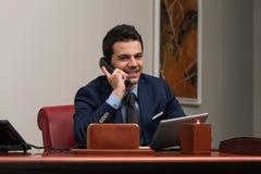 Biznesmen na telefonie obrazy stock