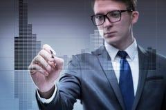 Biznesmen naciska wirtualnych guziki w futurystycznym pojęciu Zdjęcia Stock