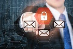 Biznesmen ochrony naciskowy e-mailowy guzik na wirtualnych ekranach f Obrazy Royalty Free