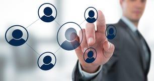Biznesmen oddziała wzajemnie osoby ikonę i wybiera od grup ludzi ikon Fotografia Royalty Free
