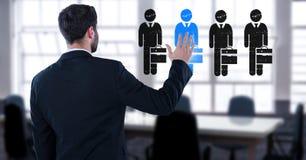 Biznesmen oddziała wzajemnie osoby i wybiera od grup ludzi ikon Fotografia Stock