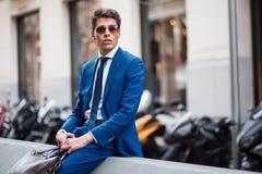 Biznesmen odpoczywa w ulicie Zdjęcia Royalty Free