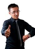 Biznesmen ogląda jego zegarek i pokazuje kciuk up fotografia stock
