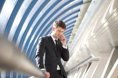 Biznesmen opowiada na telefonie Obraz Stock