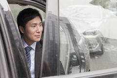 Biznesmen Opuszcza samochód Obrazy Royalty Free