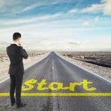 Biznesmen patrzeje horizont Obrazy Stock