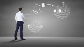 Biznesmen patrzeje popielatą ścianę z brainstorm zbiory