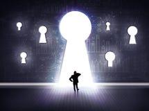 Biznesmen patrzeje przez keyhole zdjęcia royalty free