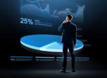 Biznesmen patrzeje wirtualnego mapa hologram Zdjęcia Stock