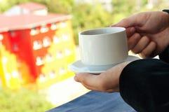 Biznesmen pije herbata lub kawa Fotografia Stock