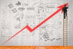 Biznesmen pisze jego strategii dla buiding biznes Obrazy Stock