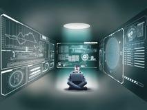 Biznesmen po środku pokoju z laptopem obrazy royalty free