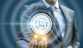 Biznesmen pokazuje ikonę centrum telefoniczne Obraz Stock