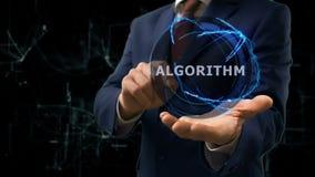Biznesmen pokazuje pojęcie holograma algorytm na jego ręce zbiory