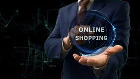 Biznesmen pokazuje pojęcie hologramowi Online zakupy na jego ręce Obraz Stock
