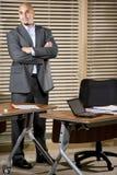 biznesmen pozycja latynoska biurowa poważna zdjęcie royalty free