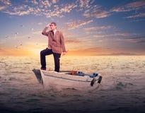 Biznesmen pozycja na łodzi obrazy royalty free
