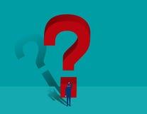 Biznesmen pozycja przed ogromnym znakiem zapytania Obraz Stock
