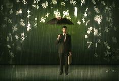 Biznesmen pozycja z parasolem i 3d liczbami pada concep Zdjęcie Stock