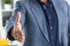 Biznesmen praca w biurze pożycza ręki zbliżenie naprzód obraz stock