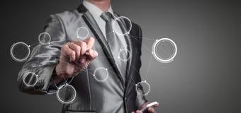 Biznesmen pracuje z cyfrową mapą, biznesowy ulepszenie Fotografia Stock
